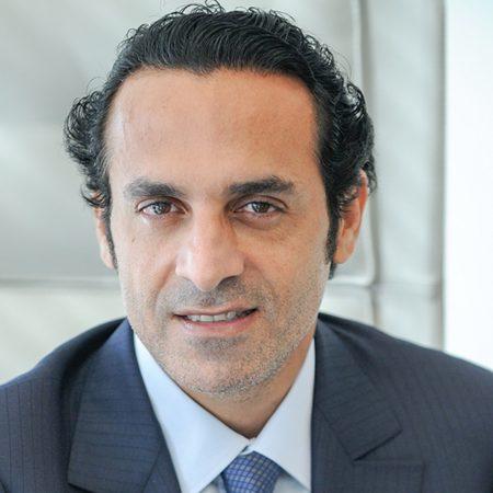 独特なイタリア人とのビジネス交渉のコツを説明する記事中のイメージ画像です。それらしい男性のポートレート写真です。