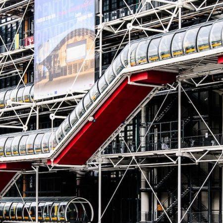世界的な展示会「メゾンエオブジェ」について書かれた記事中のイメージ画像です。フランスを象徴するポンピドーセンターの建物の外観が映し出されます。